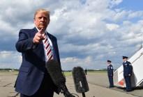 Tras una curiosa foto, Trump explicó por qué siempre lleva dinero en efectivo en sus viajes
