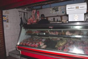 Carniceros del mercado Punta de Mulatos a punto de tirar la toalla