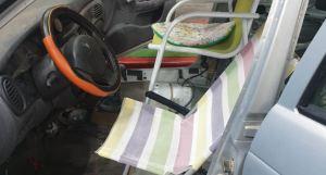 """Detienen carro con sillas de playa en España, un """"resuelve"""" cómico pero ilegal (Foto)"""