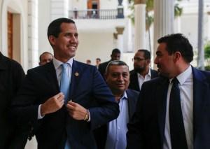 Guaidó sobre sanciones: Va contra quienes se enriquecen a costillas del hambre