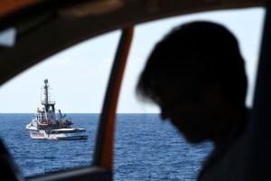 La Fiscalía italiana investiga si una ONG cobró por transbordar inmigrantes