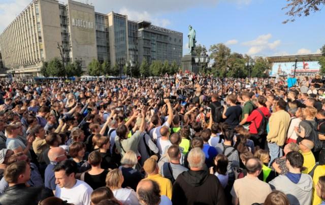 Manifestación para exigir a las autoridades que permitan a los candidatos de la oposición presentarse a las próximas elecciones locales y que liberen a los manifestantes que fueron detenidos durante las recientes manifestaciones en Moscú, Rusia, el 31 de agosto de 2019. REUTERS/Tatyana Makeyeva