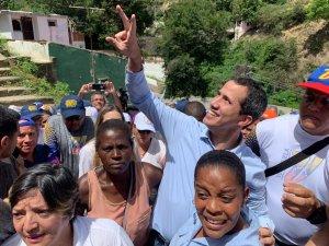 Guaidó realizó recorrido en La Guaira acompañado por el calor su gente (FOTOS)