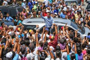 La FOTO que evidencia que Juan Guaidó es otro ciudadano de a pie en Caracas