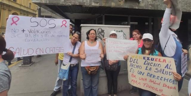 Protestan al frente del Ivss por malas condiciones en el Hospital Luis Razetti. Imagen cortesía.