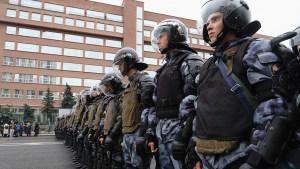 Funcionarios rusos condenan la violencia policial durante las protestas en Moscú