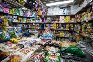 Un kilo de arroz por un salario mínimo: La hiperinflación se dispara de nuevo en Venezuela