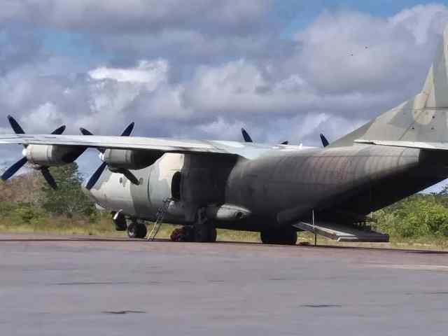 Avión venezolano se quedó varado en el aeropuerto de Canaima.