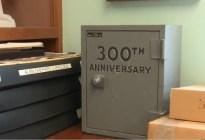 Esperan 50 años para abrir una cápsula del tiempo y se llevan una desagradable sorpresa