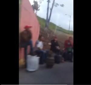 Vecinos de Los Teques toman las calles exigiendo venta de gas doméstico #20Ago