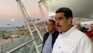 ¡Socialismo sin mentira no es socialismo! Maduro lo vuelve a hacer y saluda a la NADA en La Guaira (VIDEO)