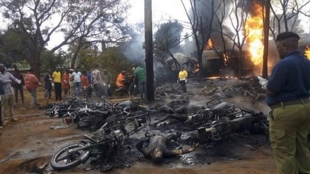 Resultado de imagen para explotar camión cisterna con petróleo en Tanzania