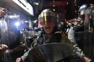 Policía de Hong Kong disparó gases lacrimógenos y balas de goma contra manifestantes (Fotos)
