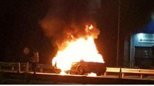 Un niño de tres años se salvó de ser devorado por el incendio de un auto en EEUU