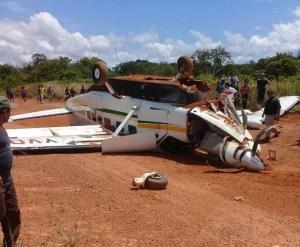 Al menos siete heridos, en avioneta que se precipitó a tierra en zona minera de Bolívar (FOTOS)
