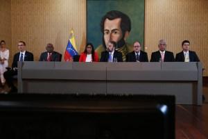 """Maduro celebró el """"acuerdo"""" con la """"mini oposición"""" que ni él mismo firmó"""