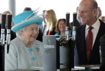 La reina Isabel II tuvo un bar en el palacio... ¡pero lo cerró porque el personal se emborrachaba!