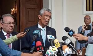 ¿Debemos esperar sentados para la reconquista de la universidad venezolana?, cuestiona Luis Barragán