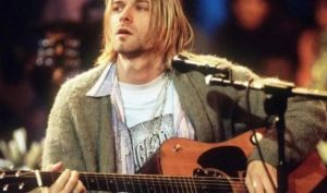 """Subastan el saco de lana que el mítico Kurt Cobain usó en su más recordado """"unplugged"""""""