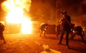 """Gobierno español denuncia la """"extrema"""" violencia en protestas vandálicas en Cataluña"""
