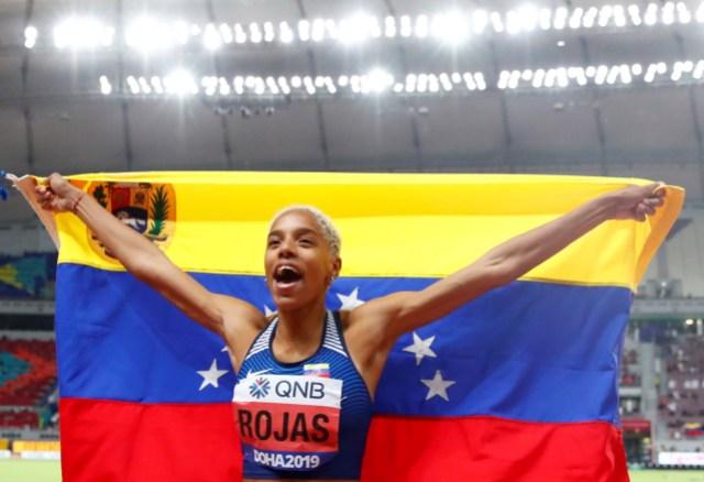 El medallista de oro Yulimar Rojas de Venezuela celebra después de la final de triple salto femenino durante el Campeonato Mundial de Atletismo IAAF 2019 en el Estadio Khalifa en Doha, Qatar, 05 de octubre de 2019. (Mundial de Atletismo, Triple salto, Catar) EFE / EPA / DIEGO AZUBEL