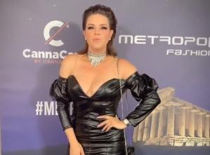 El vestido corto y encuerado de Alicia Machado que enloqueció a los estadounidenses (VIDEO)