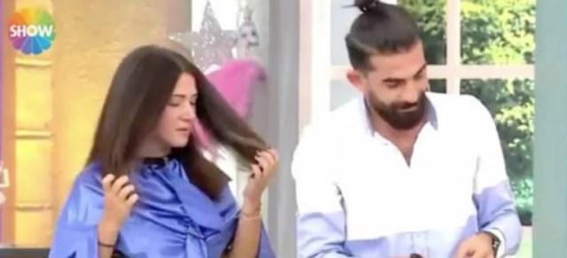 Esta mujer se desmayó luego de ver que su peluquero le cortó demasiado el cabello. Captura de pantalla.