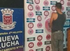 Detienen en Maracaibo a hombre que llevaba marihuana en las plantillas de sus zapatos