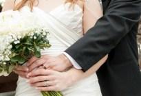 ¡Hermoso! Ante la pandemia, se casó en un asilo de ancianos para que su abuela estuviera en la boda (FOTOS)