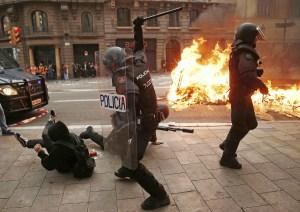 ¿Se copiaron de Venezuela? La fuerte represión a manifestantes en Cataluña (FOTOS + Videos)