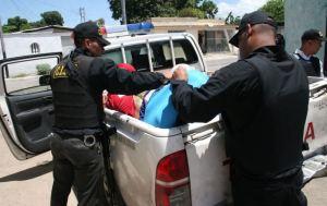 Detienen a dos individuos con municiones y radios policiales en Valencia
