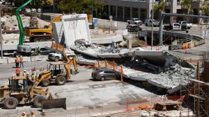 Seis muertos tras desplome de puente en Florida a causa de errores de cálculo