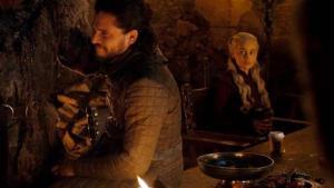 Emilia Clarke revela al responsable del vaso de café en el episodio 4 de la última temporada de Game of Thrones