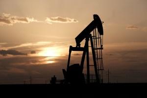 Petróleo cierra con ligera baja tras reunión de la Opep+