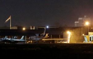 Avión de Evo Morales despegó de Paraguay tras reponer combustible por varias horas