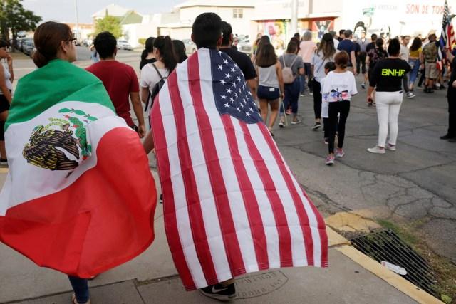 La manera de triunfar en EE.UU será solo en inglés, aunque crezcan los latinos