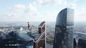 ¡Te dará vértigo! Logran el Récord Guiness de caminata en cuerda floja a 350 metros de altura (VIDEO)