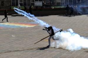 Destrozos y militares retenidos durante nuevos disturbios en centro de Bolivia