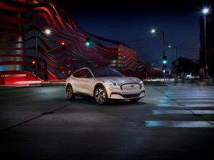"""Mira la """"Mustangmioneta"""": El nuevo SUV eléctrico de Ford """"inspirado"""" en el legendario deportivo (FOTOS + VIDEOS)"""