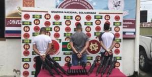GNB detuvo a tres sujetos con armamento de guerra en el municipio Sucre