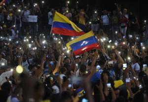 Duque instala diálogo social en una Colombia sacudida por protestas