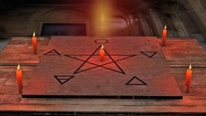 """""""La experiencia siniestra"""": El polémico seminario sobre satanismo impartido en universidad de Madrid"""