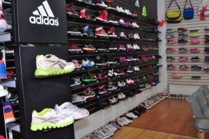 Zapatos de marca no bajan de 40 dólares