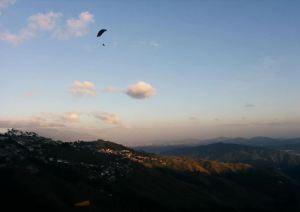 Experiencias extremas: Volar parapente entre las montañas del Junquito, otro nivel (Fotos y videos)