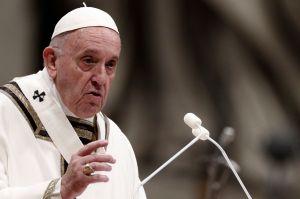El papa Francisco rindió homenaje a los pescadores que limpian el mar