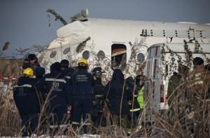 Al menos 15 muertos y más de 66 heridos al estrellarse avión de pasajeros en Kazajistán