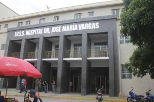 Área de hospitalización y consulta del Hospital Vargas sumergidos en la basura #20Feb (Fotos)