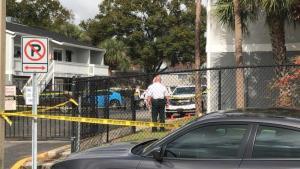 Policías matan a joven que hirió a su madre con arma blanca en Tampa