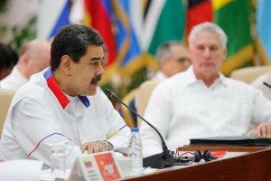 Mientras que en Venezuela escasea la gasolina, Maduro anuncia relanzamiento de Petrocaribe