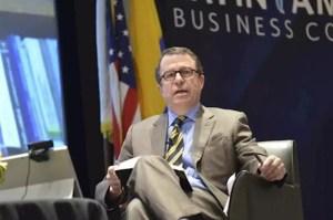 """El economista Sebastián Edwards acerca de Chile: """"Habrá un vuelco hacia un capitalismo más inclusivo"""""""